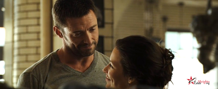 Hugh Jackman (height 6'2'') with Evangeline Lilly in Real Steel (2011)