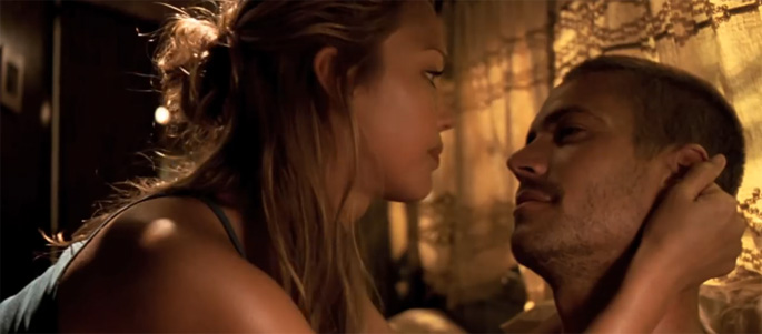 Jessica Alba (height 5'6.5'') and Paul Walker (height 6'1'') in Into the Blue (2005)