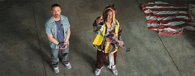 Robert Downey Jr. (height 5'8,5'') and Jamie Foxx (height 5'9'') in The Soloist (2009)
