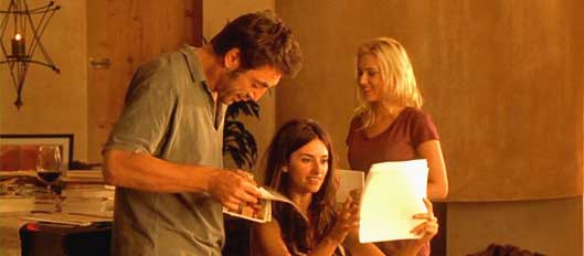 Scarlett Johansson (height 5'3'') with Javier Bardem and Penélope Cruz in  Vicky Cristina Barcelona (2008)