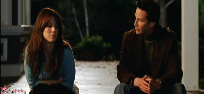 Sandra Bullock (height 5'7.5'') with Keanu Reeves (height 6'1'') in The Lake House (2006)