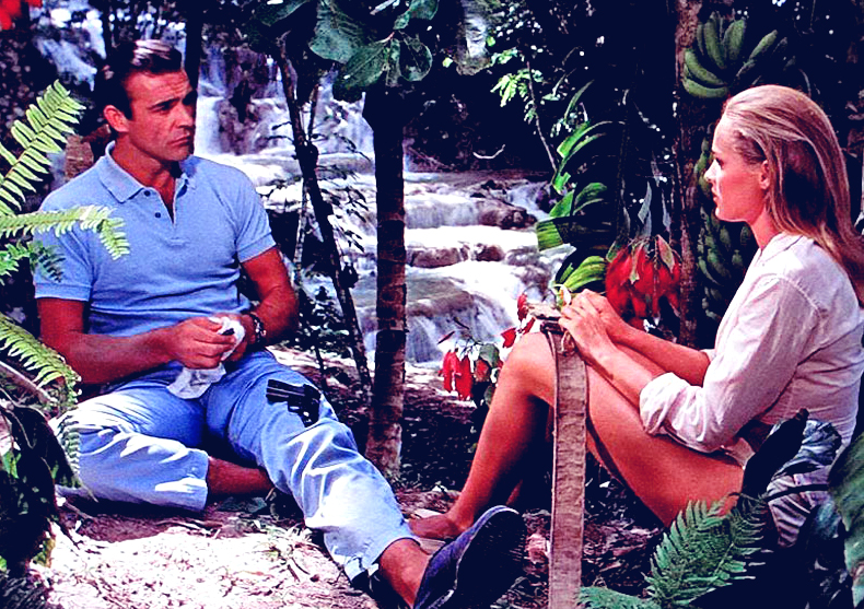 Sean connery (height 6'2.5'') with Ursula Andress (5'5'') in Doktor No (1962)